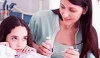 Девочка, мама, лекарство