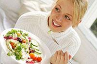 Девушка, салат