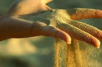 Песок на ладони