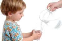 Ребенок должен пить много воды