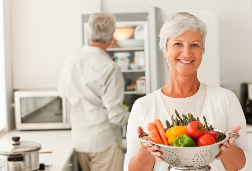 Мужчина и женщина соблюдают диету